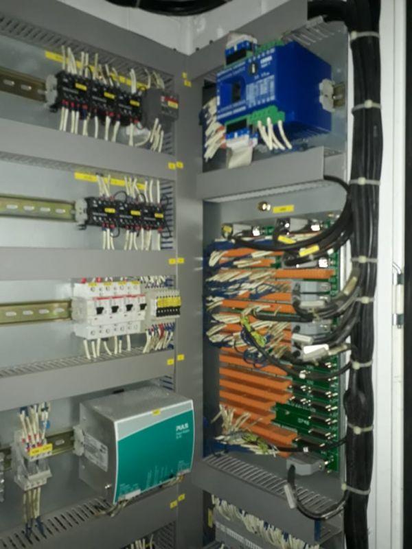 Centro de Usinagem Vertical MIKRON HEM-800