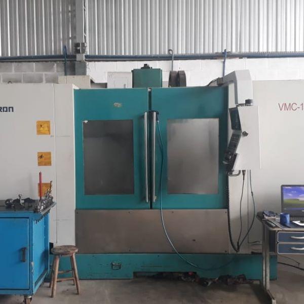 Centro de Usinagem Vertical SINITRON VMC1500